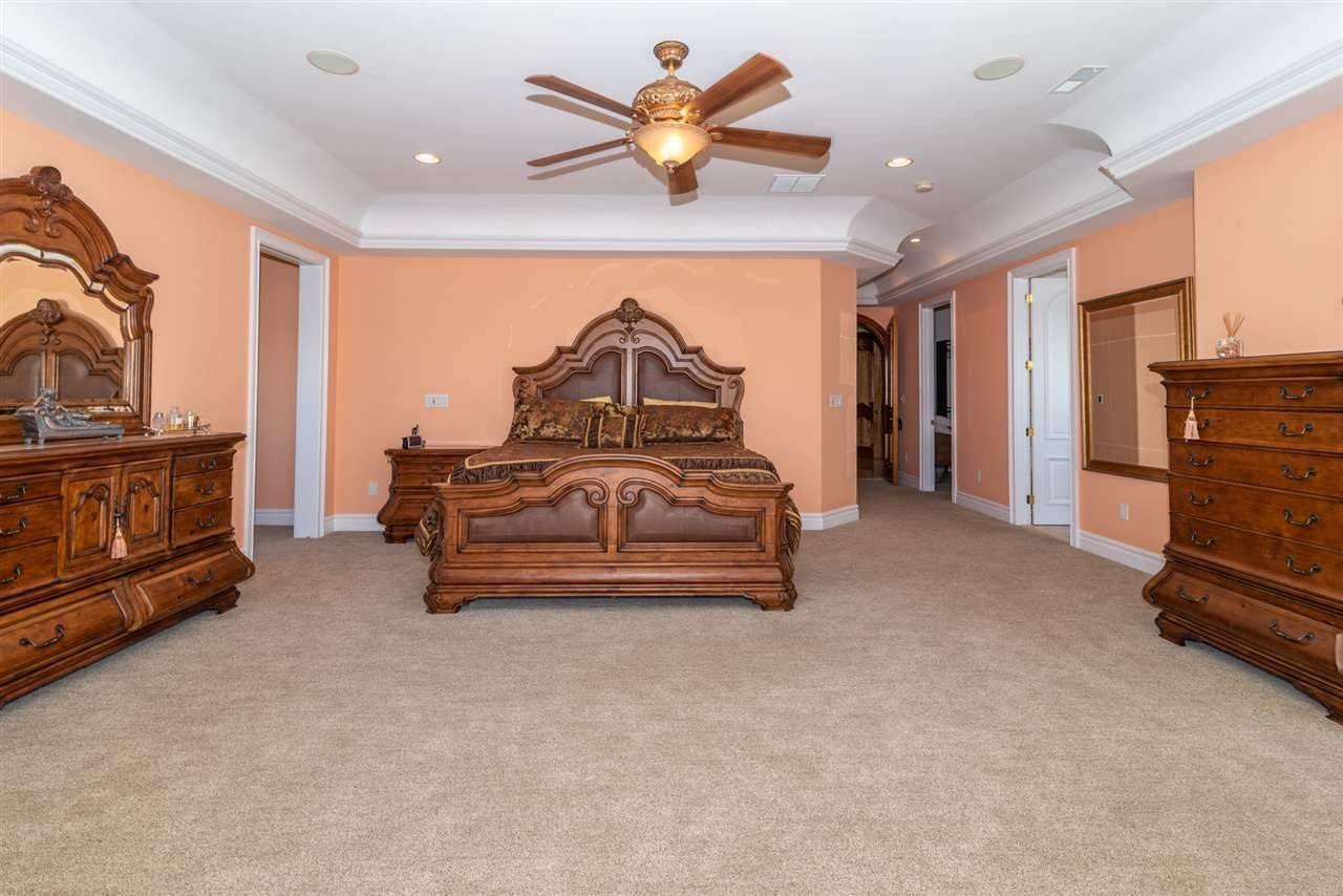 20. Single Family Homes for Sale at 530 W Shore Drive Brigantine, New Jersey 08203 United States