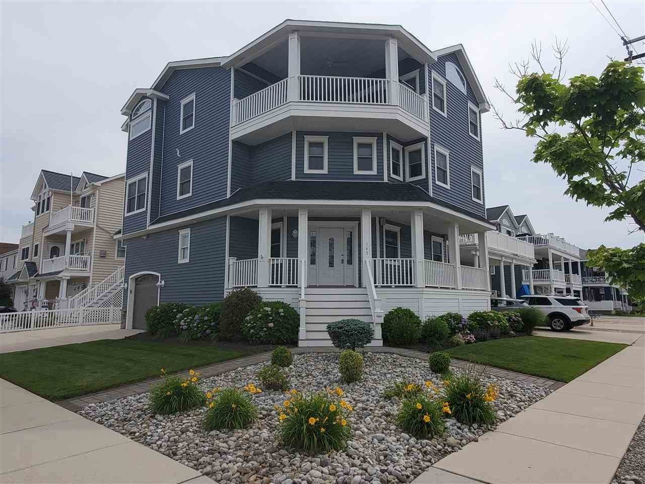 Single Family Homes pour l Vente à 147 43rd Street Sea Isle City, New Jersey 08243 États-Unis