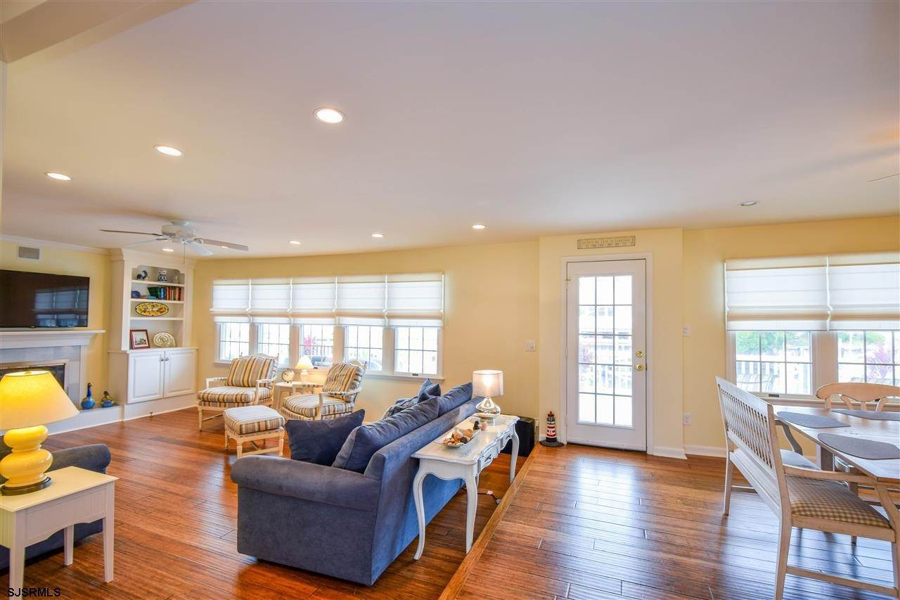 4. Single Family Homes at 27 Seaview Dr Egg Harbor Twp Egg Harbor Township, New Jersey 08403 United States