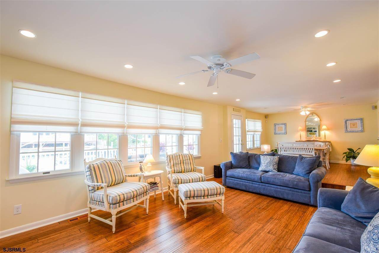 5. Single Family Homes at 27 Seaview Dr Egg Harbor Twp Egg Harbor Township, New Jersey 08403 United States