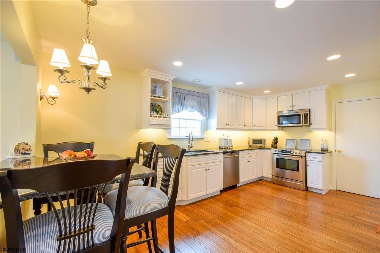 7. Single Family Homes at 27 Seaview Dr Egg Harbor Twp Egg Harbor Township, New Jersey 08403 United States