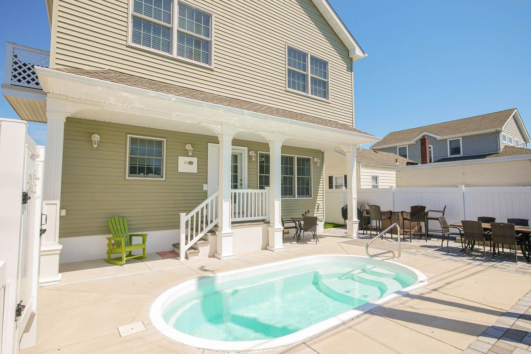 22. Single Family Homes for Sale at 210 N Pembroke Ave Margate, New Jersey 08402 United States