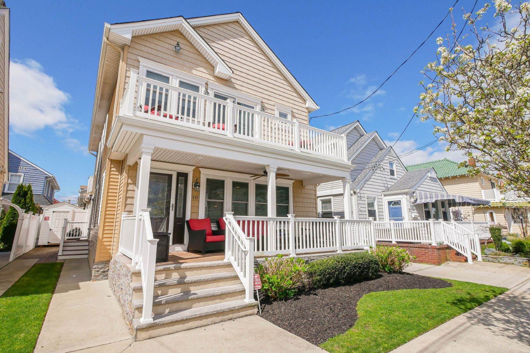 Single Family Homes for Sale at 10 N Exeter Avenue Margate, New Jersey 08402 United States