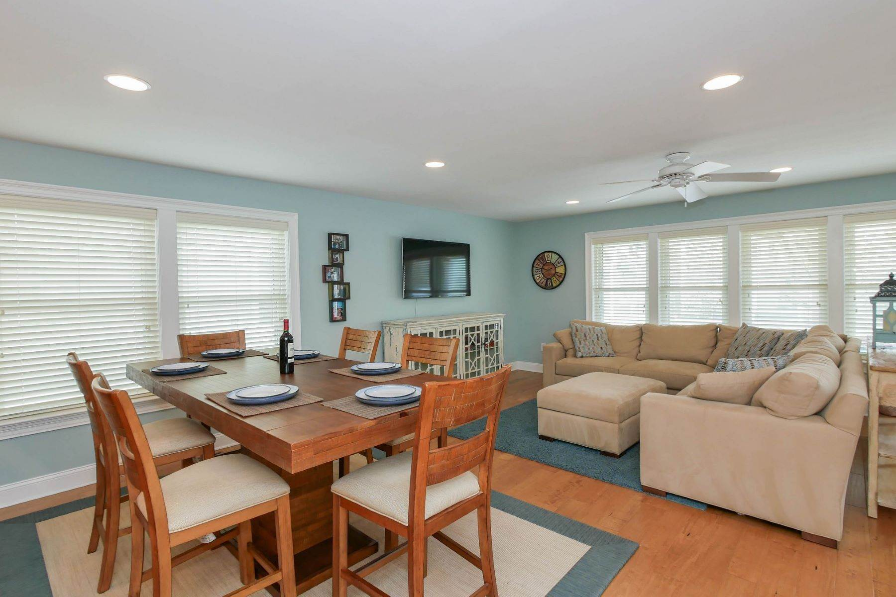 7. Single Family Homes for Sale at 10 N Exeter Avenue Margate, New Jersey 08402 United States
