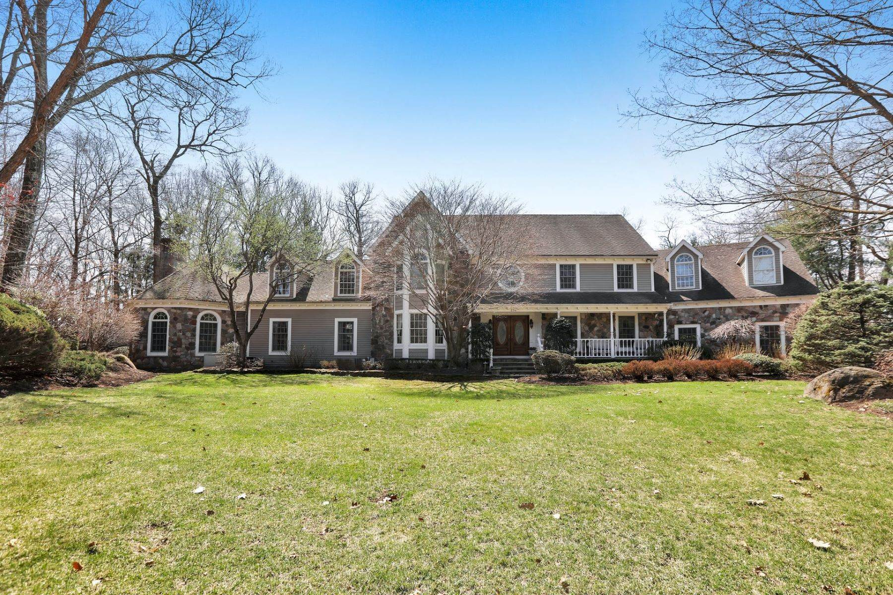 Single Family Homes for Sale at 286 Autumn Terrace Franklin Lakes NJ 07417 286 Autumn Terrace Franklin Lakes, New Jersey 07417 United States