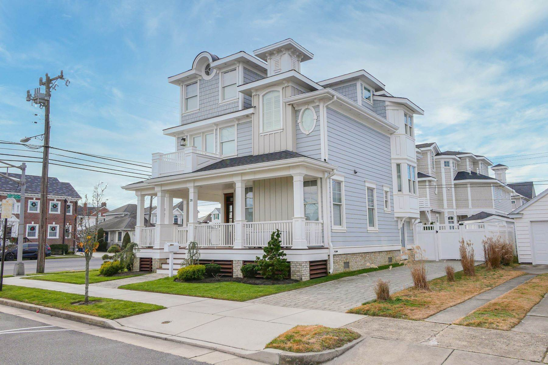 27. Single Family Homes for Sale at 20 S Thurlow Ave Margate, New Jersey 08402 United States