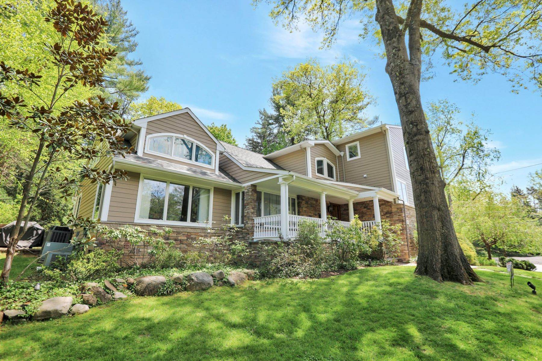Single Family Homes for Sale at Meticulously Maintained 24 Knoll Rd Tenafly, New Jersey 07670 United States