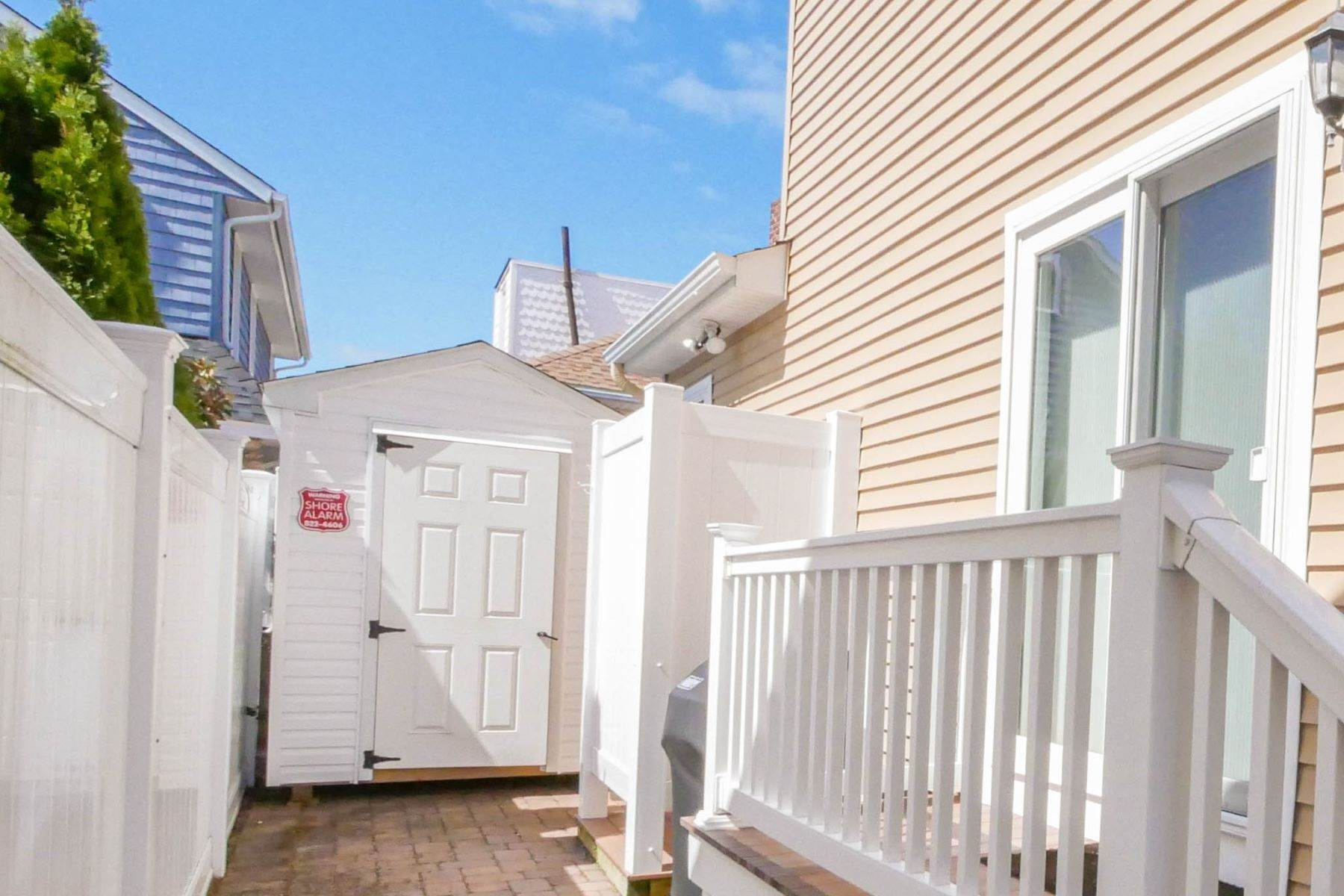 31. Single Family Homes for Sale at 10 N Exeter Avenue Margate, New Jersey 08402 United States