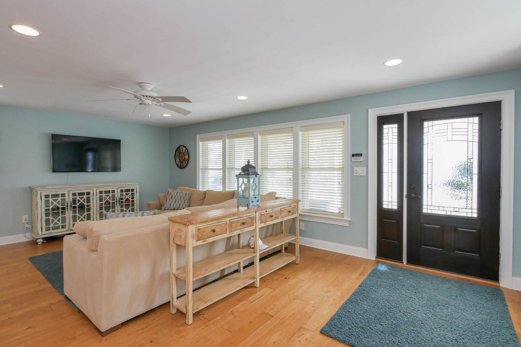 3. Single Family Homes for Sale at 10 N Exeter Avenue Margate, New Jersey 08402 United States