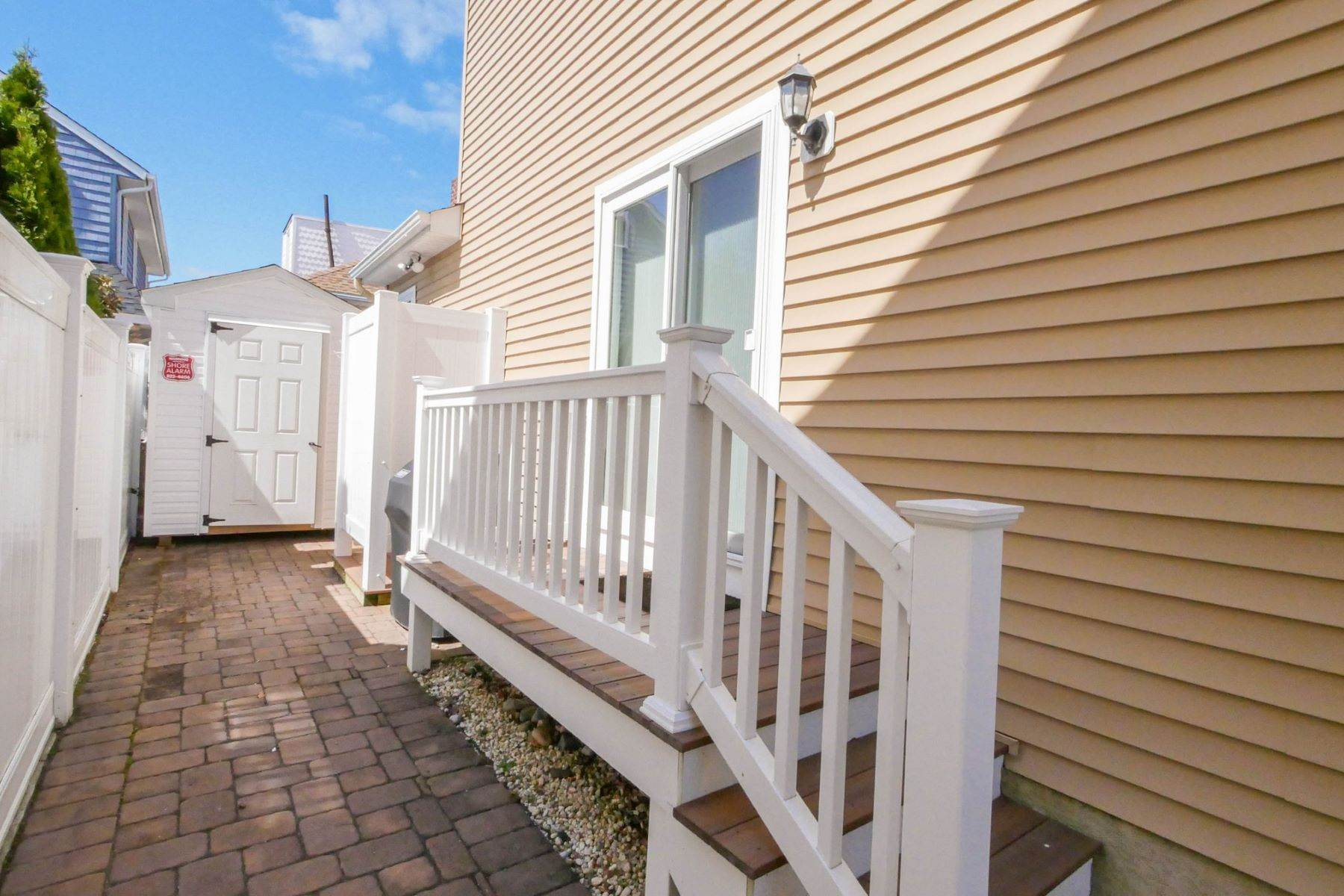 26. Single Family Homes for Sale at 10 N Exeter Avenue Margate, New Jersey 08402 United States