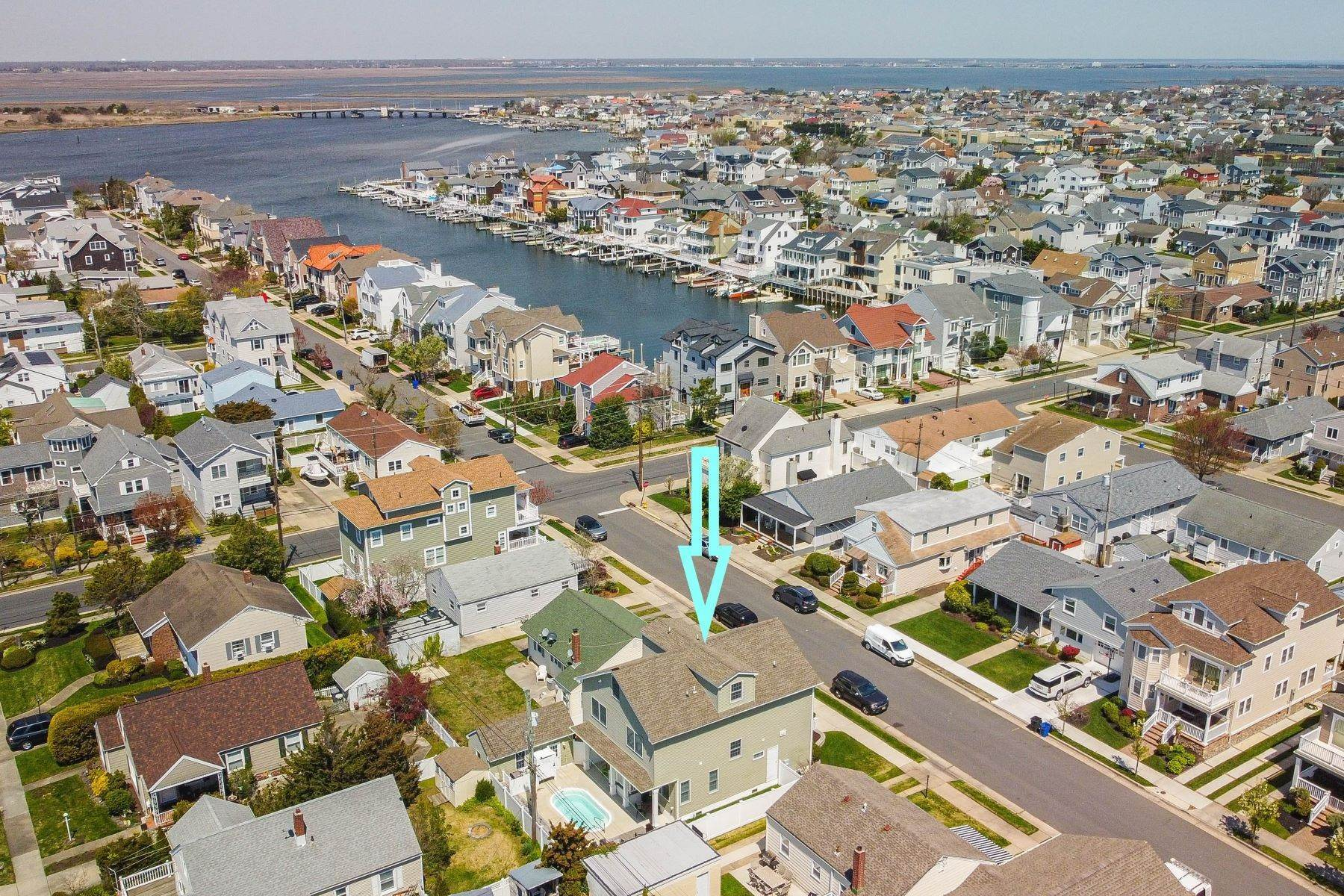 25. Single Family Homes for Sale at 210 N Pembroke Ave Margate, New Jersey 08402 United States