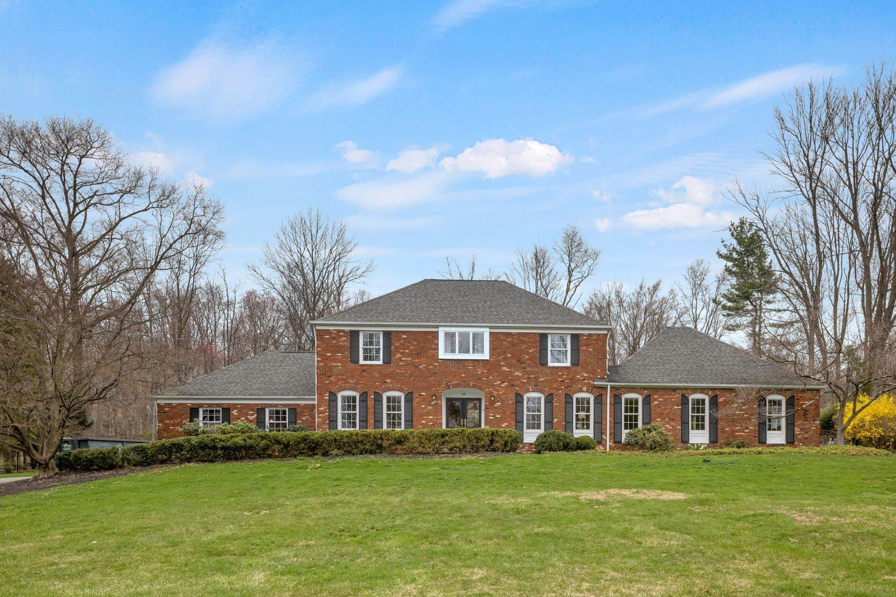 Single Family Homes for Sale at Gracious and Classic Colonial 39 Mount Pleasant Road Mendham, New Jersey 07945 United States