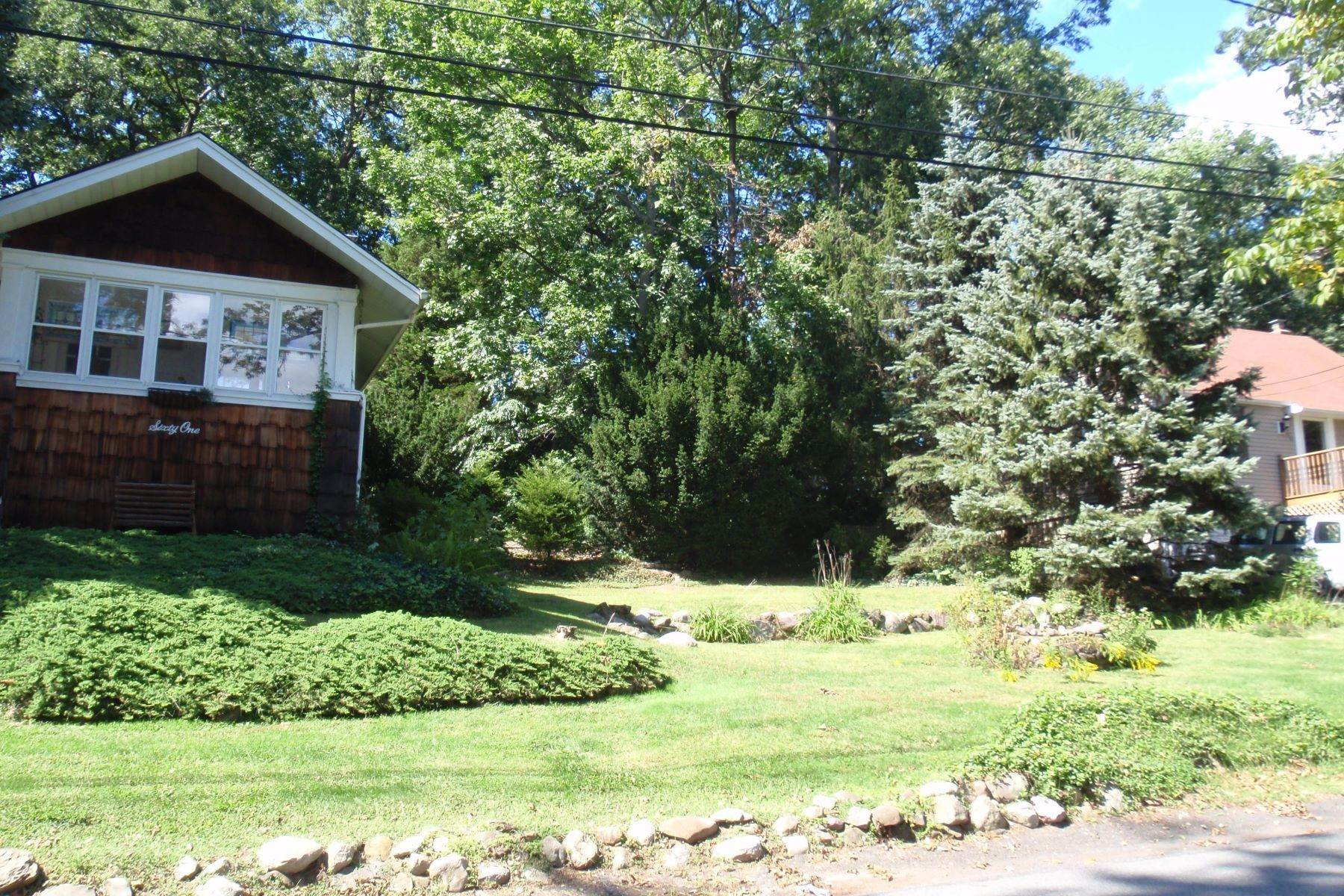 Land for Sale at 61 Oakwood Drive Wayne NJ 07470 61 Oakwood Drive Wayne, New Jersey 07470 United States