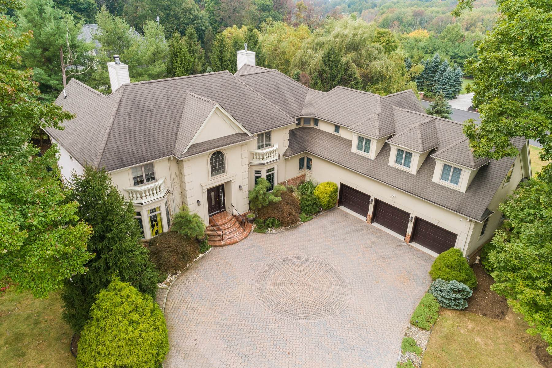 Single Family Homes for Sale at Stunning Custom Colonial 20 Watchung Crest Drive Watchung, New Jersey 07069 United States