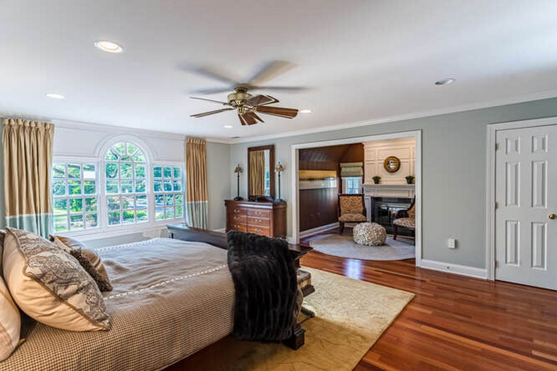 25. Single Family Homes for Sale at 380 Kings Highway West 380 W Kings Highway Haddonfield, New Jersey 08033 United States