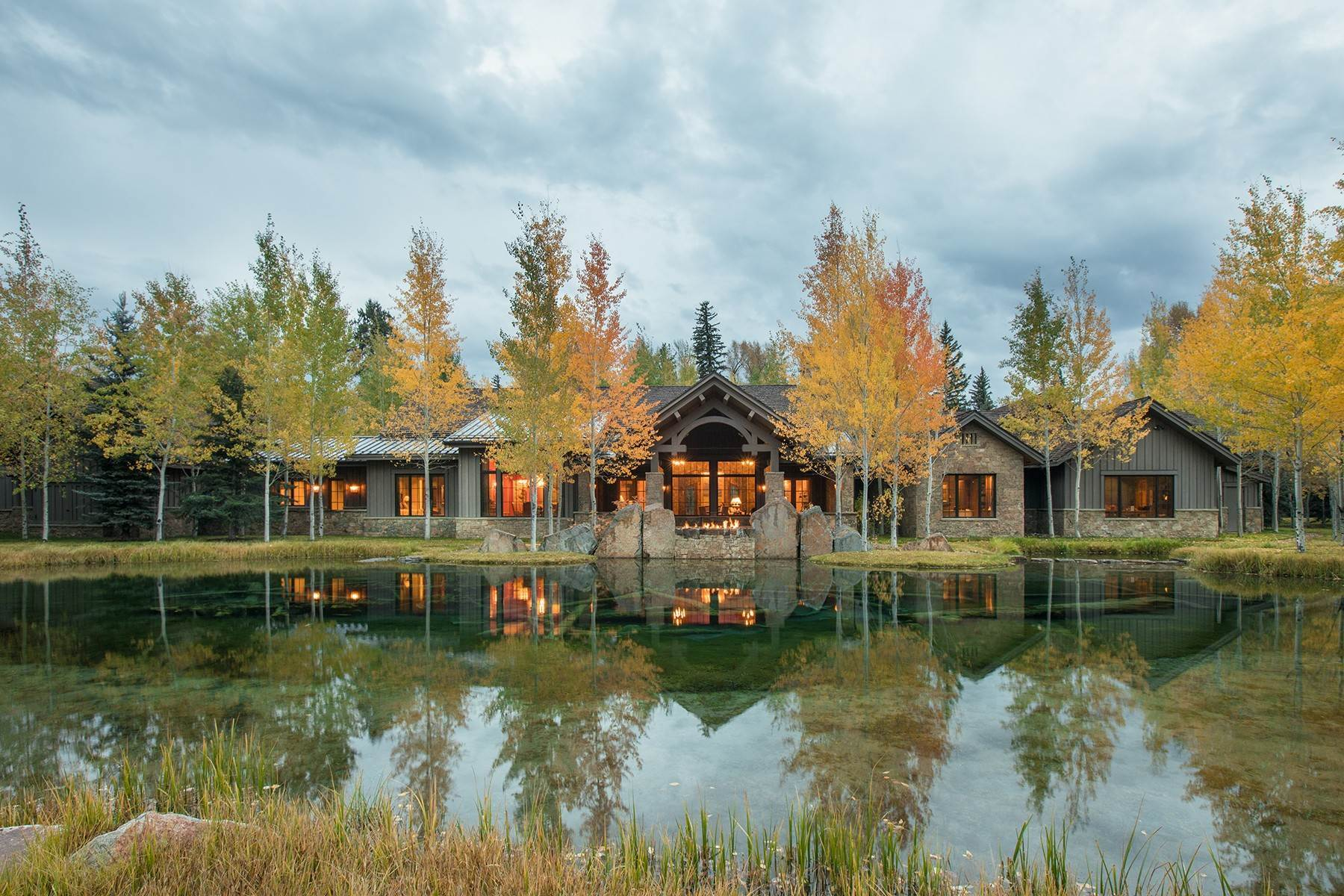 Single Family Homes pour l Vente à 7555 N Bar B Bar River Road Jackson, Wyoming 83001 États-Unis