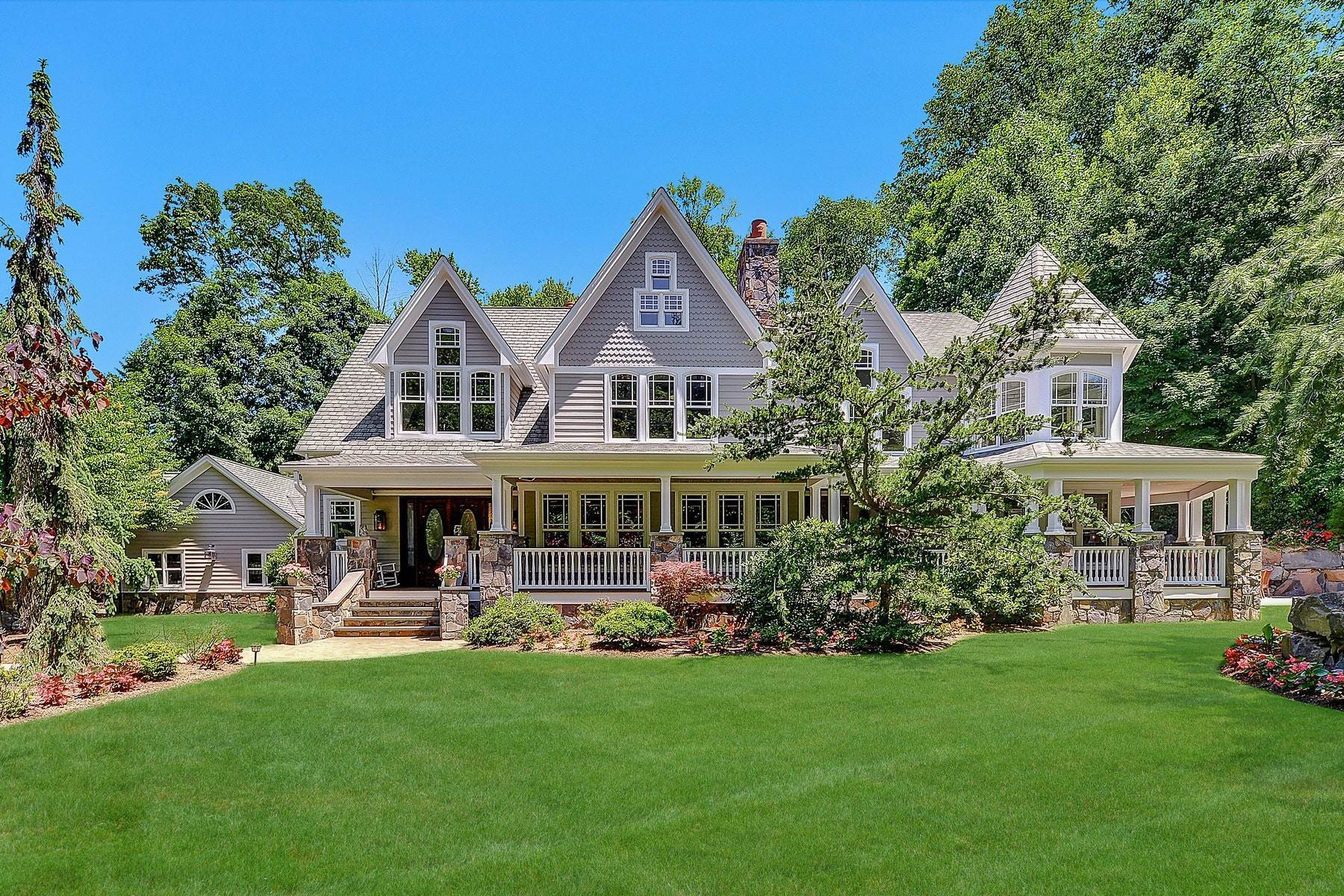 Single Family Homes for Sale at STUNNING COUNTRY FARMHOUSE 284 E Saddle River Rd. Upper Saddle River, New Jersey 07458 United States