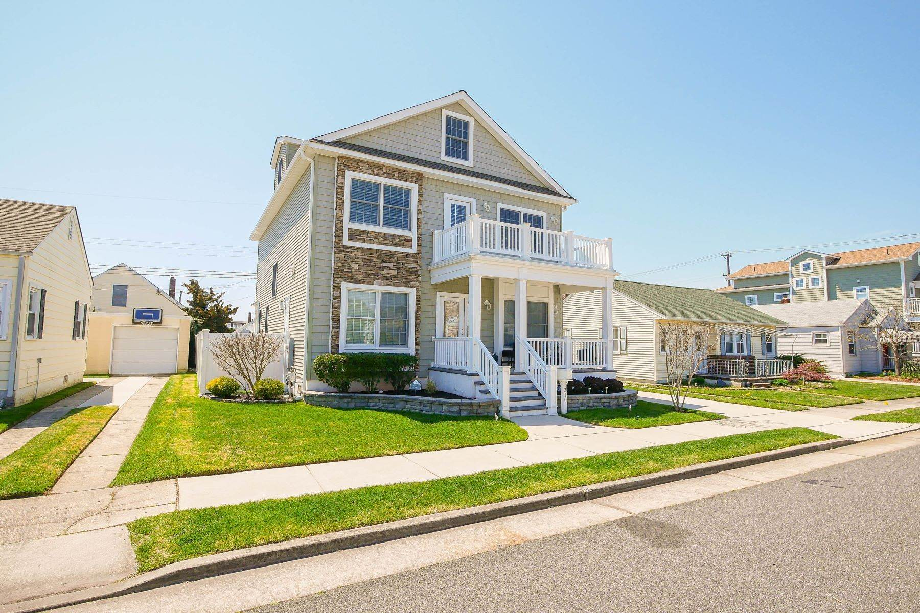 24. Single Family Homes for Sale at 210 N Pembroke Ave Margate, New Jersey 08402 United States