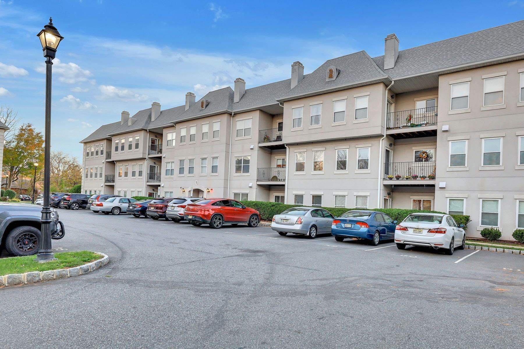 Condominiums for Sale at 521 Brittany Drive Wayne NJ 07470 521 Brittany Drive Wayne, New Jersey 07470 United States