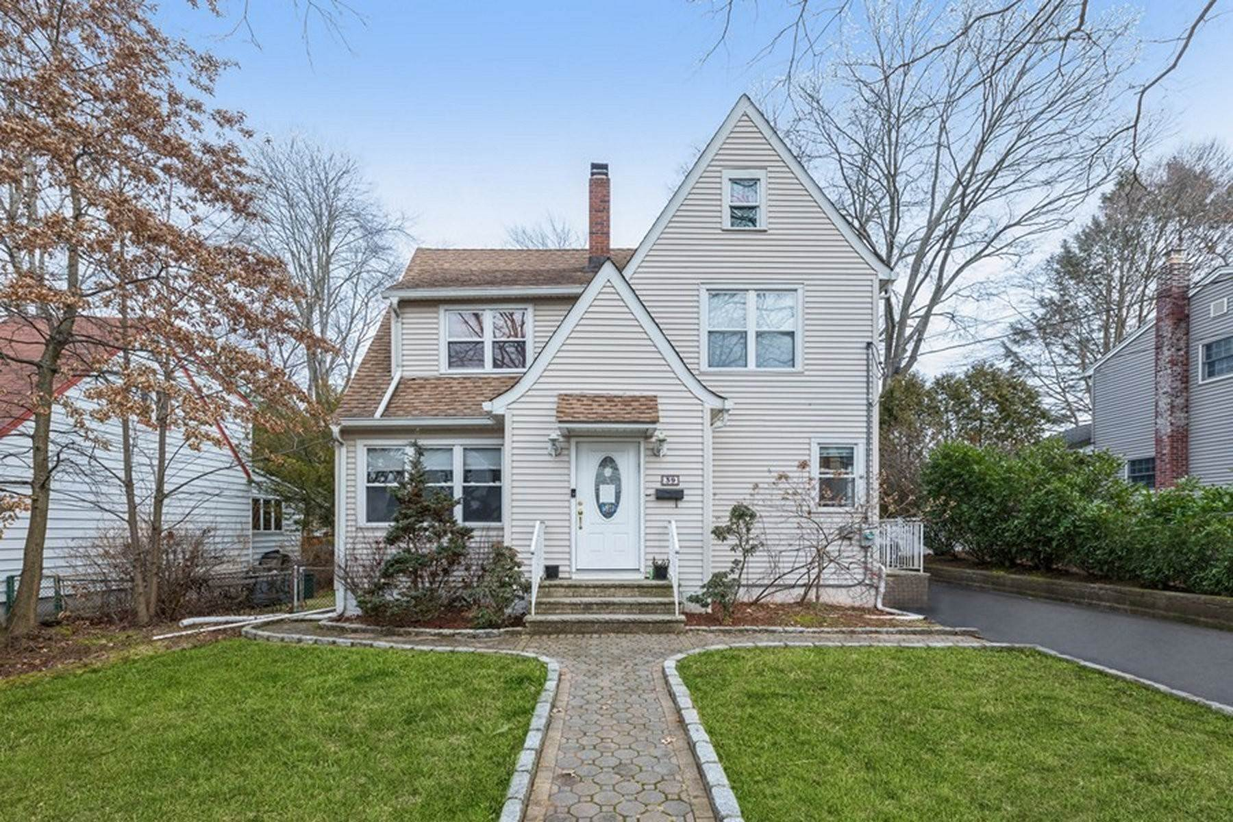 Single Family Homes at Location! Location! 39 Park Avenue Cresskill, New Jersey 07626 United States