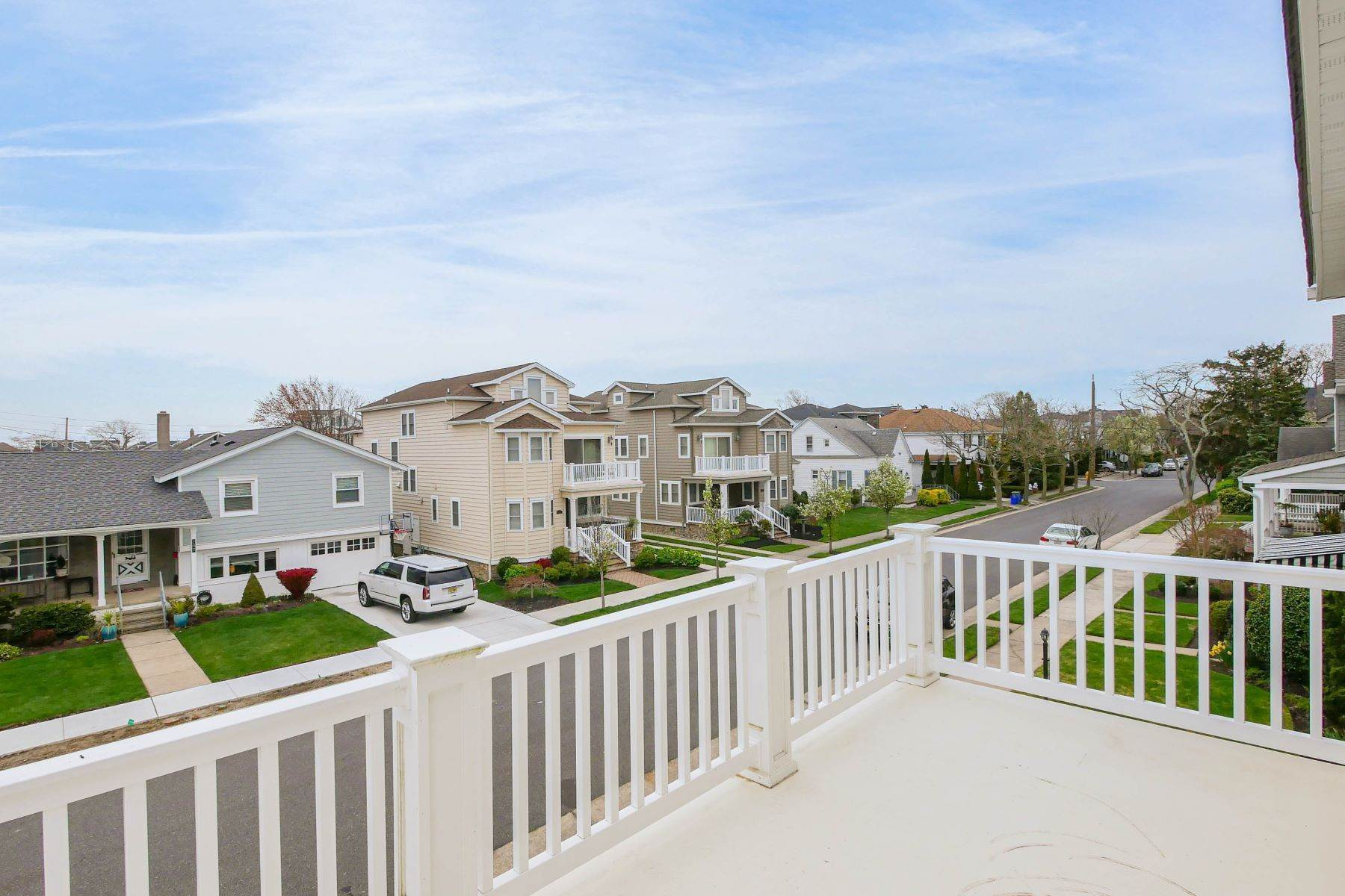 12. Single Family Homes for Sale at 210 N Pembroke Ave Margate, New Jersey 08402 United States