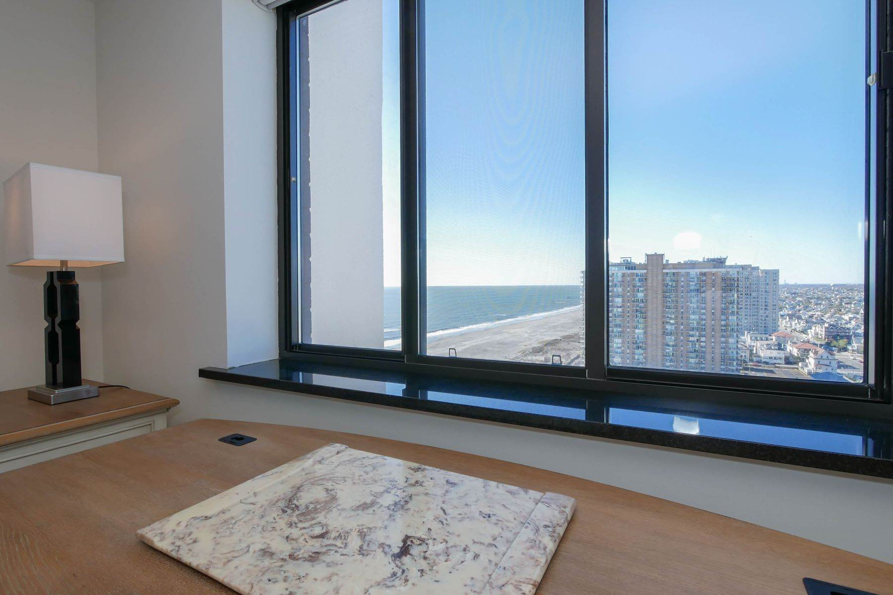 16. Condominiums for Sale at 100 S Berkely #21A 100 S Berkley Ave #21A Atlantic City, New Jersey 08401 United States