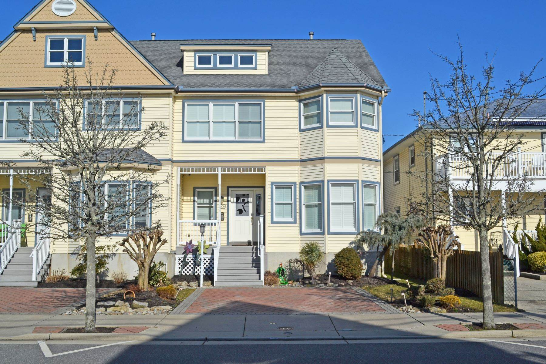 3. Single Family Homes for Sale at 29 N Jefferson Margate, New Jersey 08402 United States