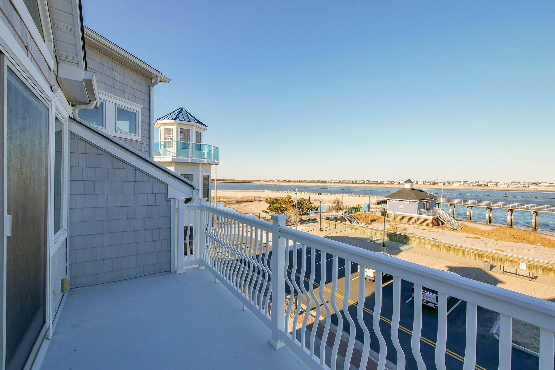 31. Single Family Homes for Sale at 414 N Maine Ave Atlantic City, New Jersey 08401 United States